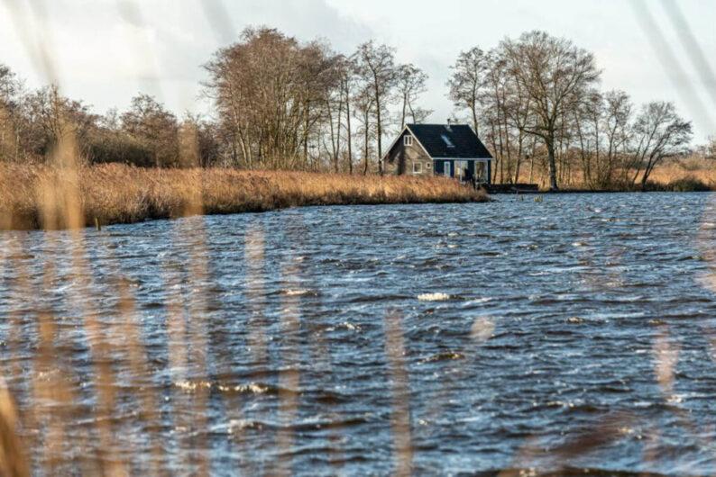 Huisje huren op een 'eiland' in Nederland