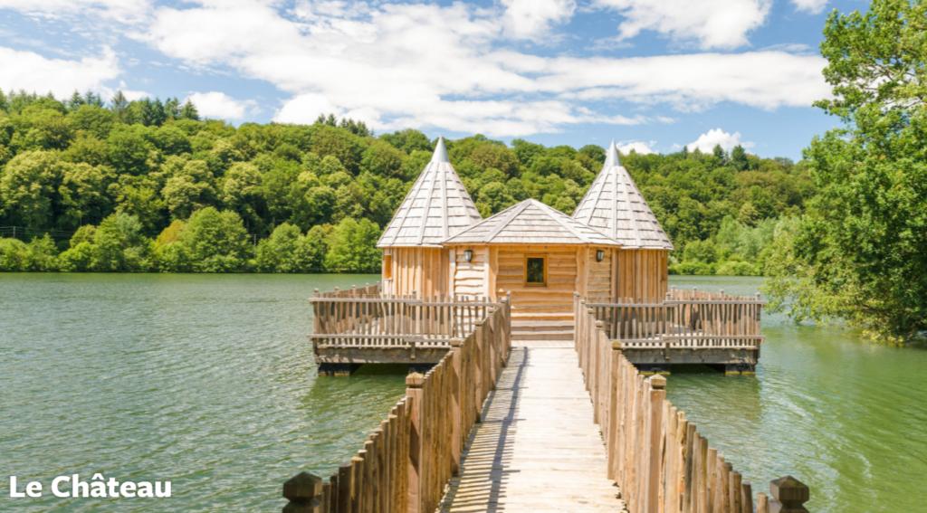 Slapen op het water in drijvende hut in Frankrijk