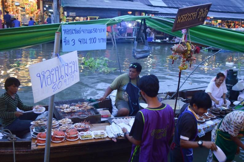 De drijvende markt van Amphawa, Thailand