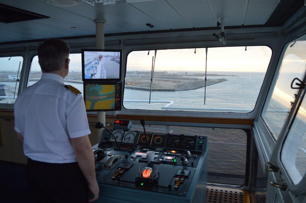 Kapitein Lars op de brug van DFDS Seaways