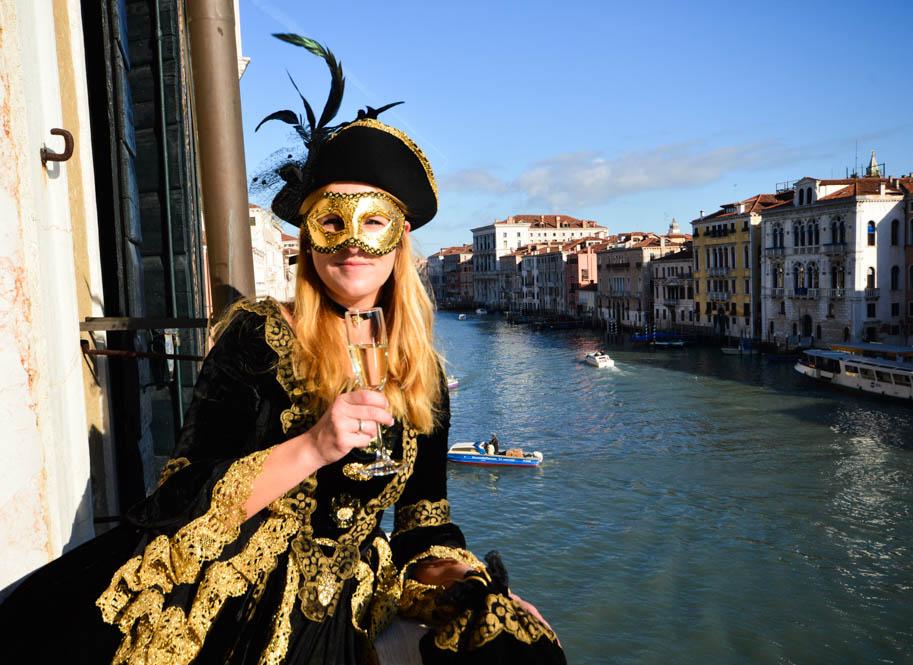 Carnaval vieren in Venetië