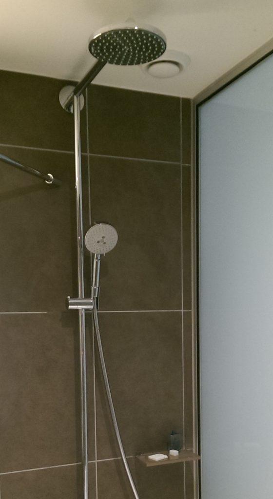 Hoe ziet mijn perfecte hotelkamer eruit - Badkamer kantelen ...