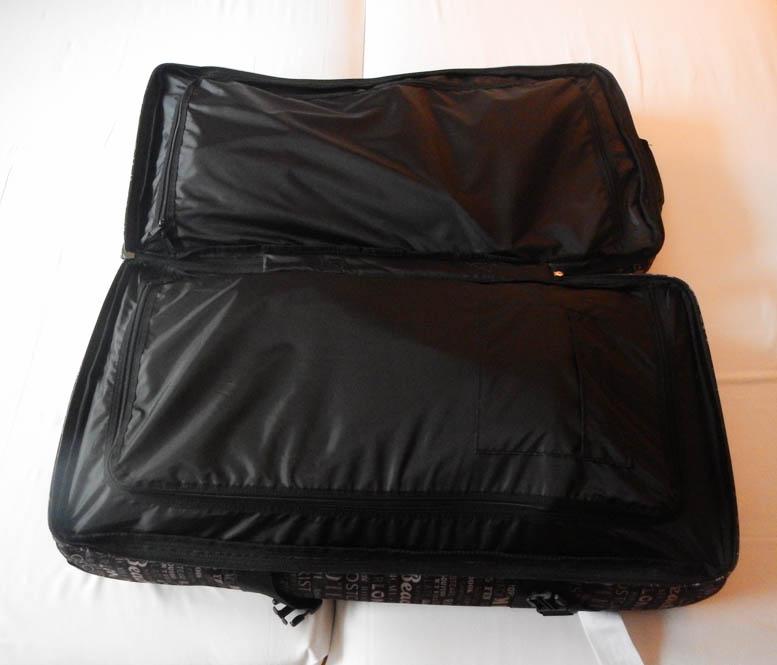 Happy met nieuwe travelbag van Eastpak