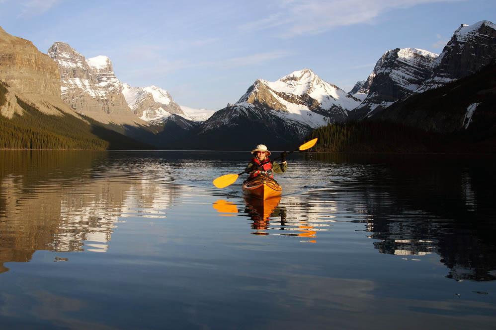 Kayaking in Maligne Lake - Credit Tourism Jasper