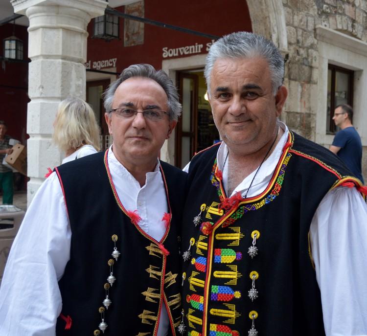 Traditioneel kostuum met hangers van Filigran