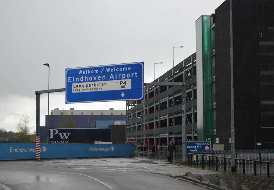 Lang-parkeren-vliegveld-Eindhoven