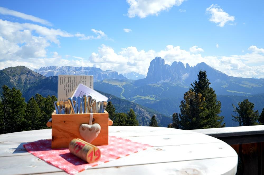 Lunchspot Resciesa Raschotz, uitzicht op de berg Saslonch