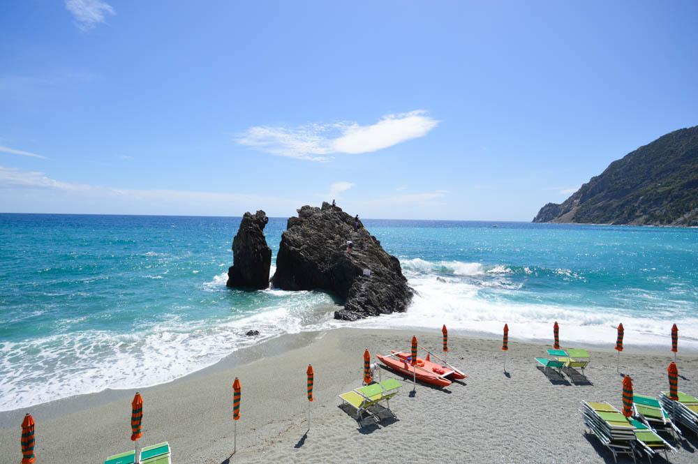 Strand Fegina, met de scoglio di Monterosso