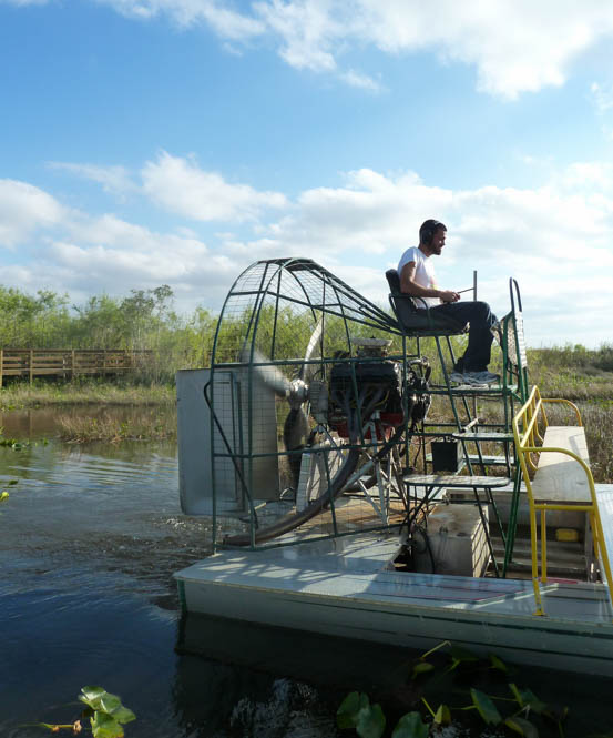 Scheuren in een airboat over de 'river of grass'