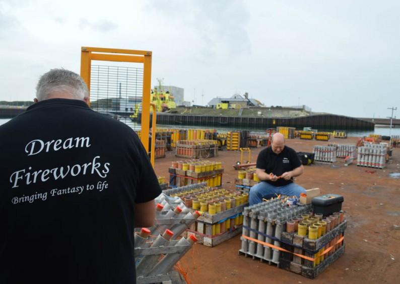 Opbouw Vuurwerkfestival shows in Scheveningen