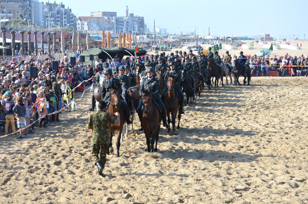 Strandoefening Prinsjesdag door Cavalerie Ere-Escorte