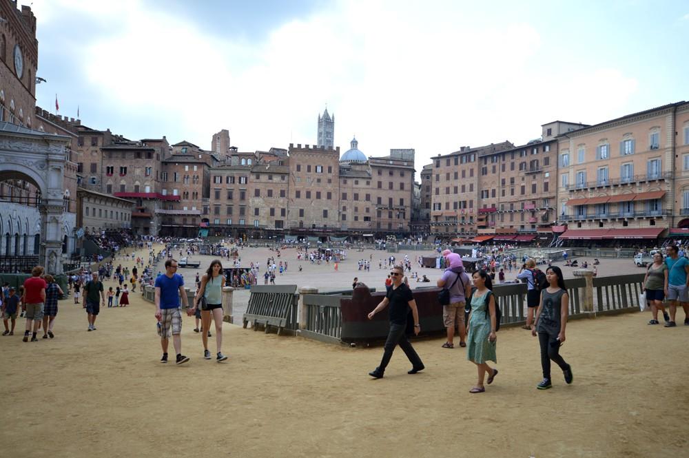 Piazza del Campo, gezien vanaf de tribunes bij de Curve St. Martino
