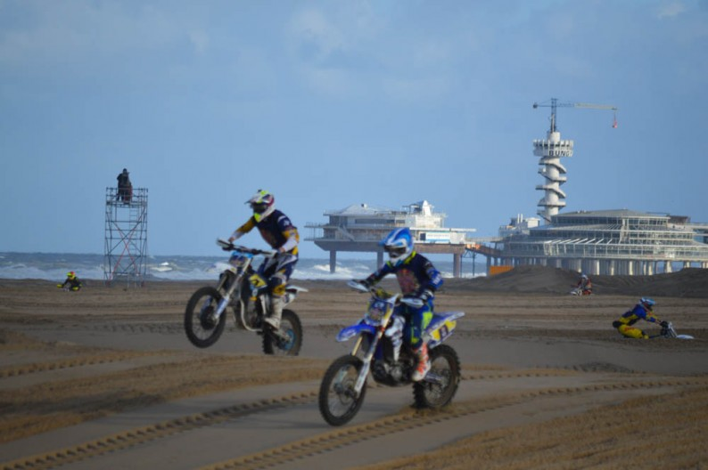 Zwaarste strandrace, Red Bull Knock Out in beeld