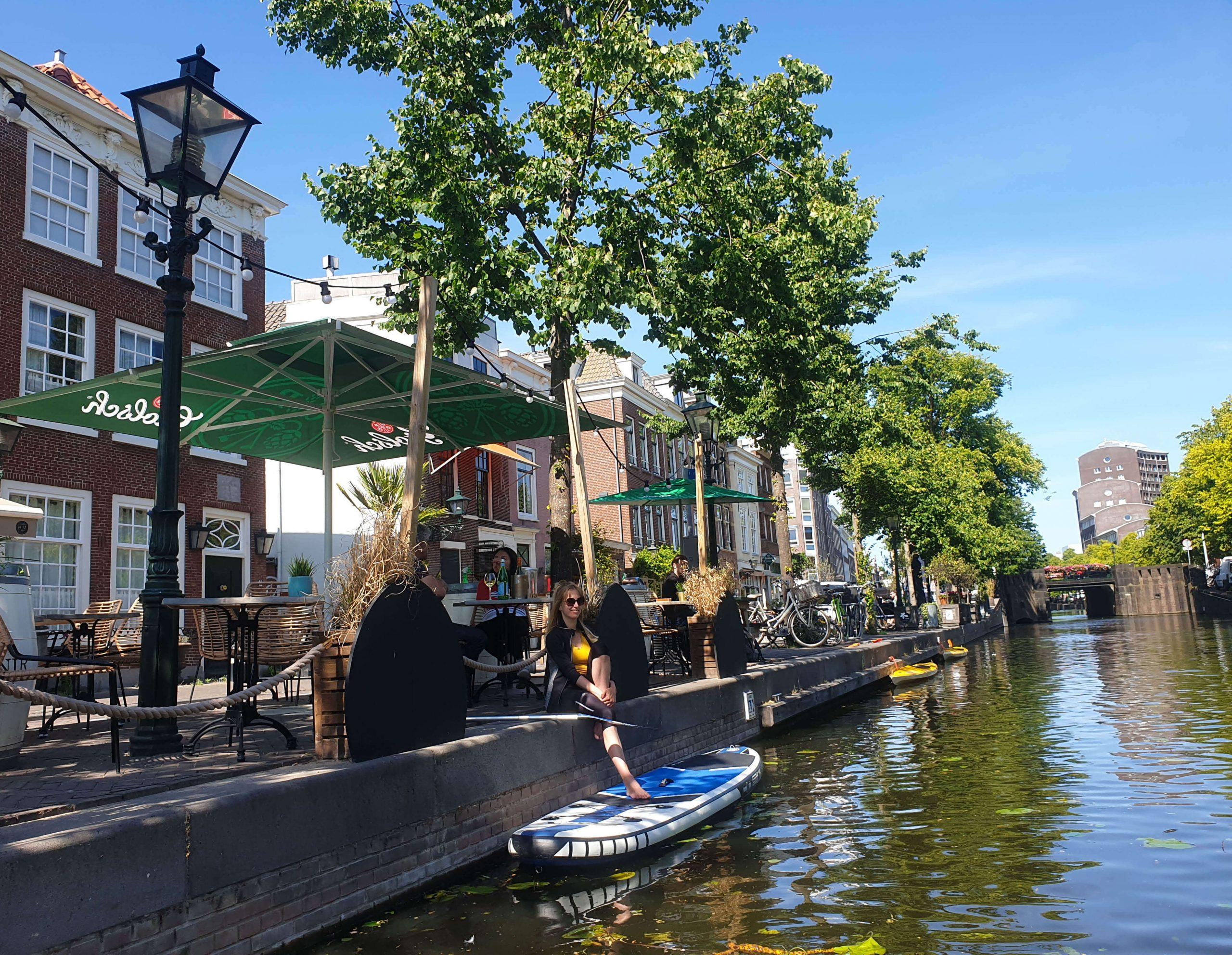 SUPboard huren en lekker eten in Den Haag centrum