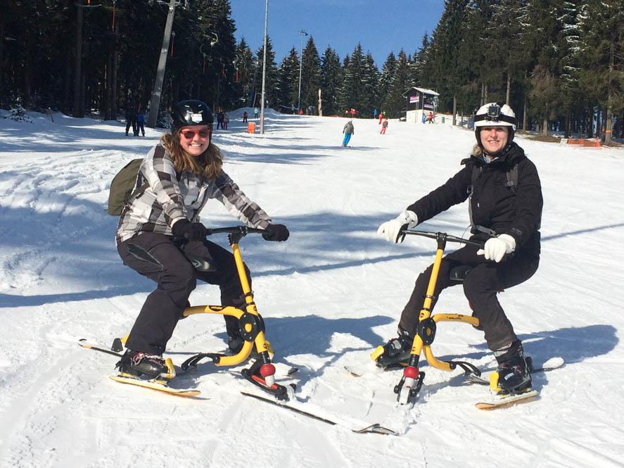Snowbiken tijdens de wintersport