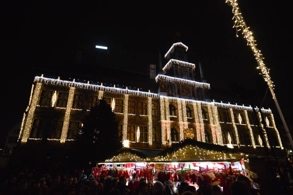 Struinen langs de Kerst kraampjes