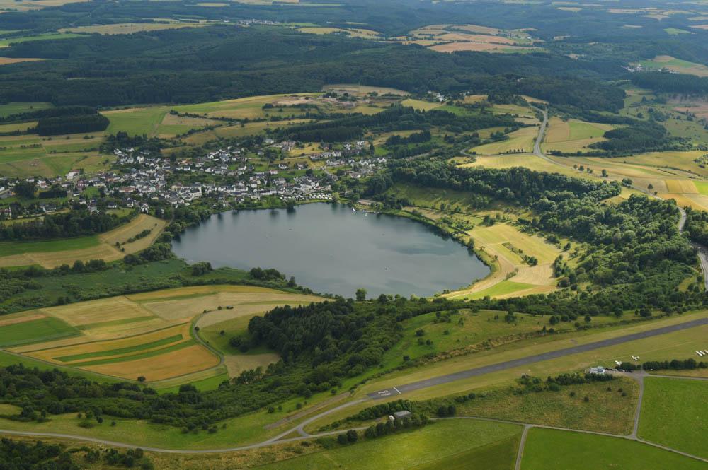 Zweefvliegen over Dauner Maare, Eifel – Duitsland