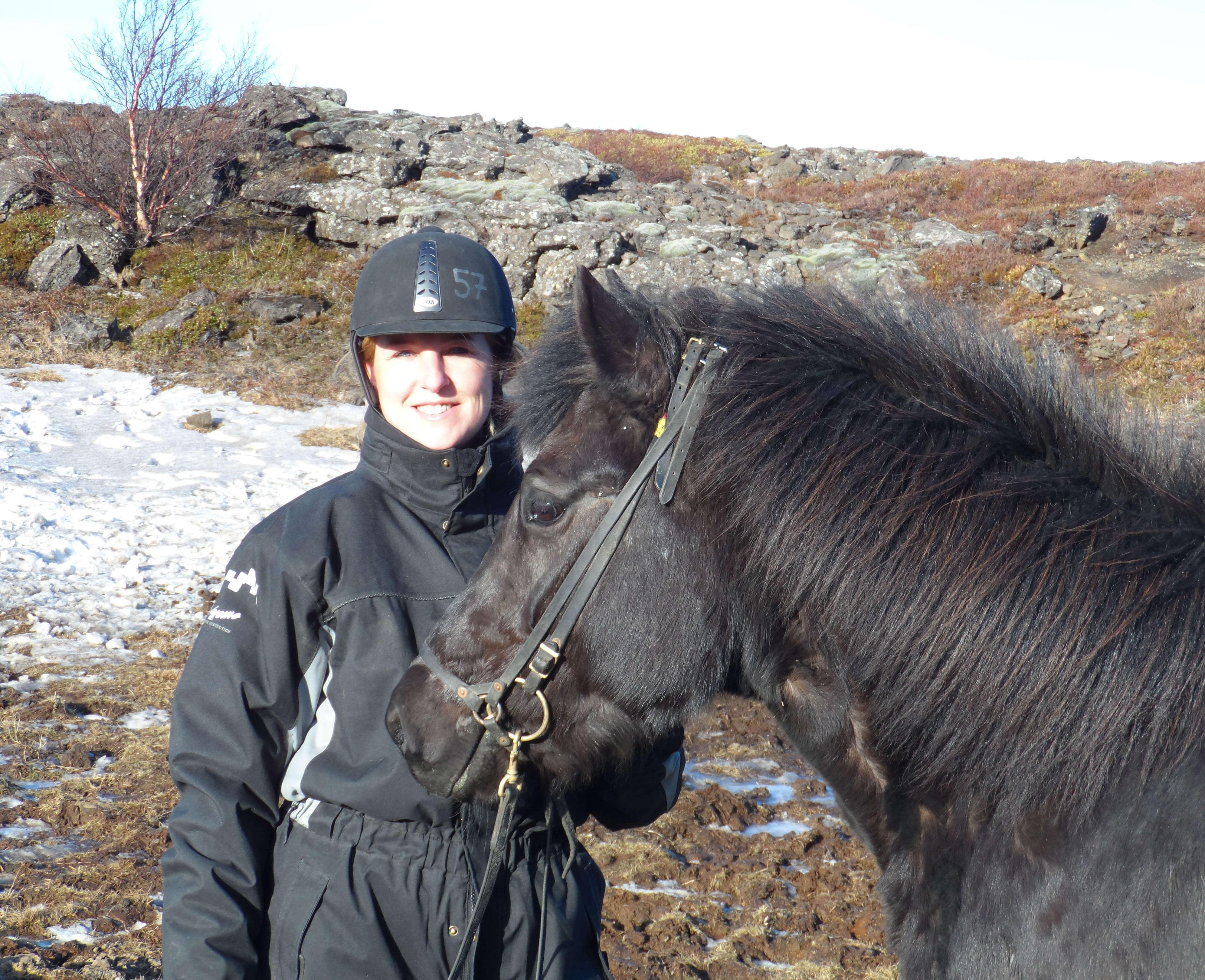 Paardrijden door de lavavelden