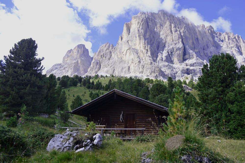 Berghut aan de voet van de Saslonch